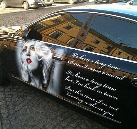 LADY-GAGA-CAR-GODS-4